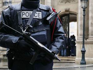 Paris'te 6 lisede bomba alarmı!