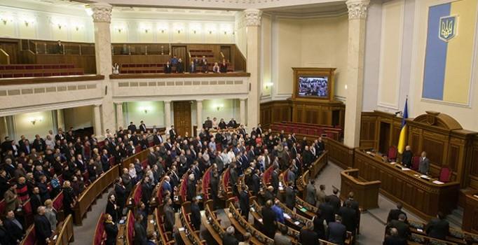 Ukrayna'da hükümet düştü