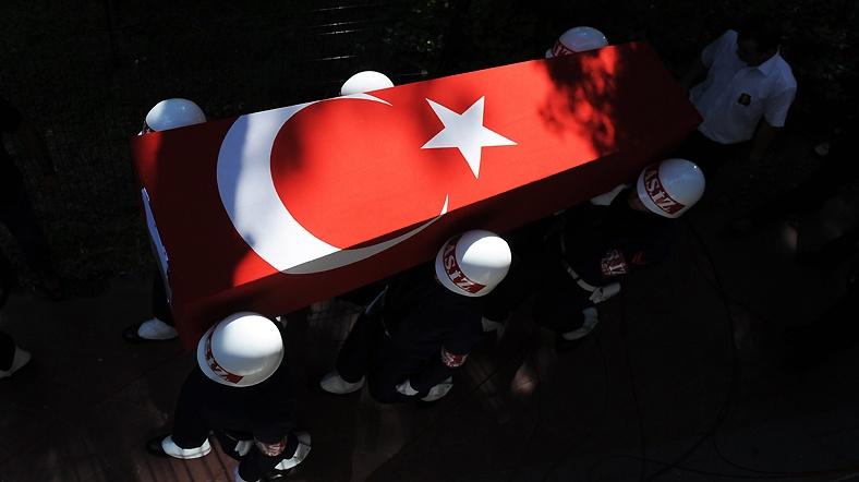 Türkiye şehitlerine ağlıyor...