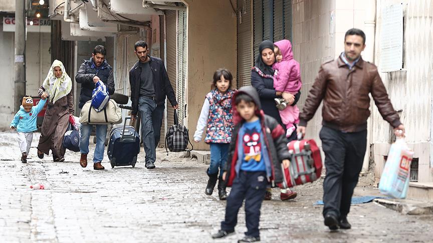 Vatandaşlar evlerini terk ediyor