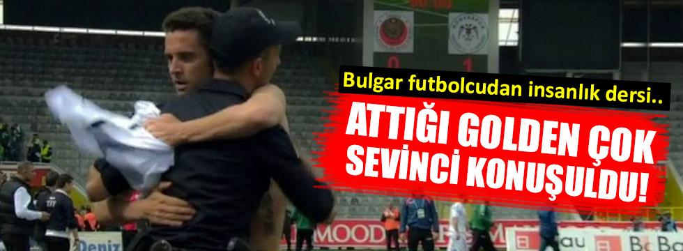 Rangelov maç sonu polise sarıldı