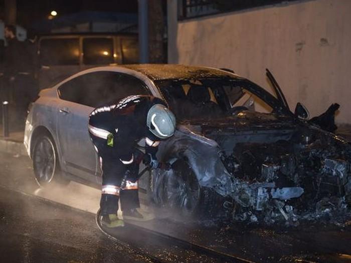 İstanbul Sultanbeyli'de 11 araç kundaklandı