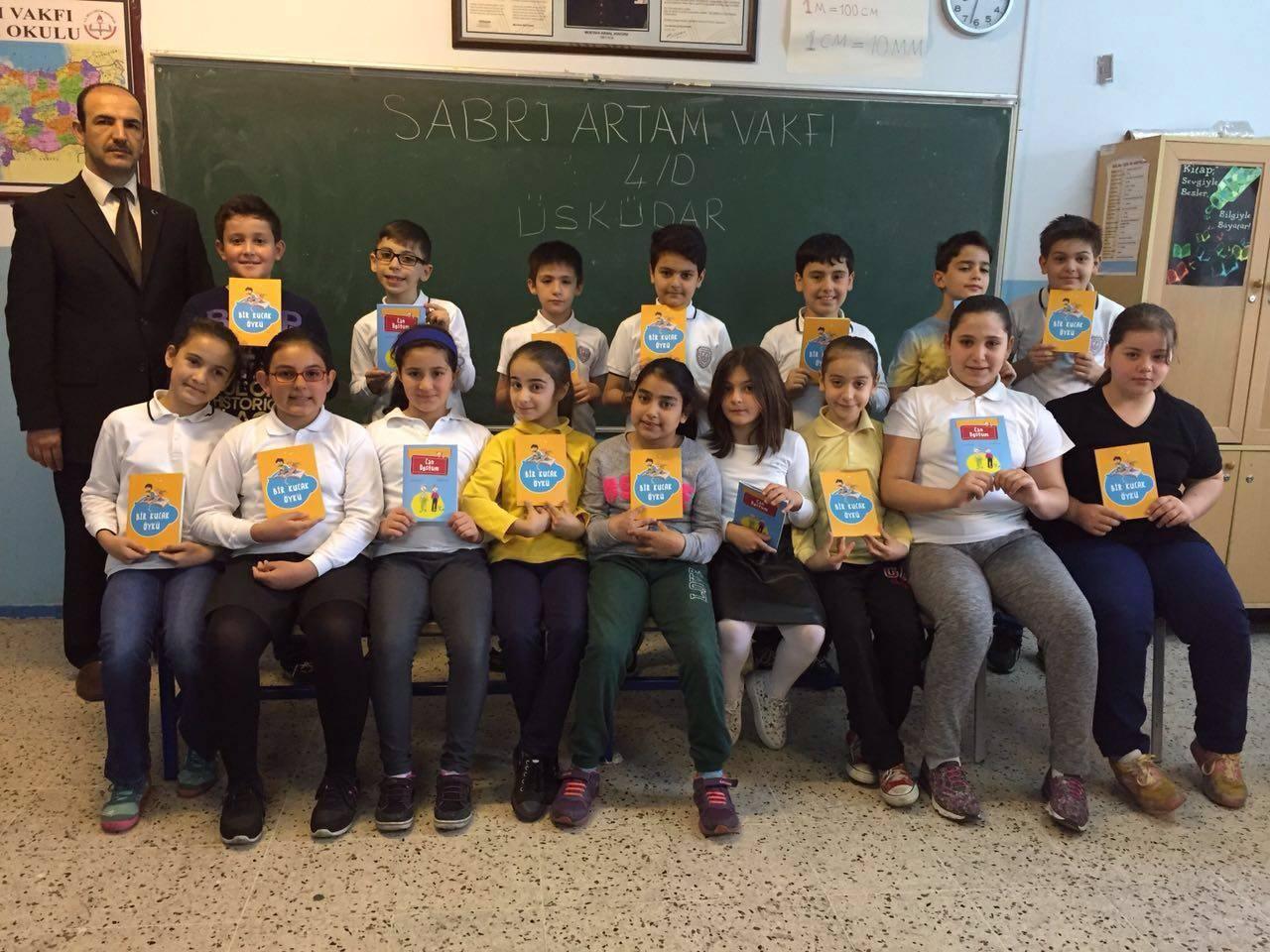 İlkokul öğrencilerin yazdığı hikayeler kitap oldu