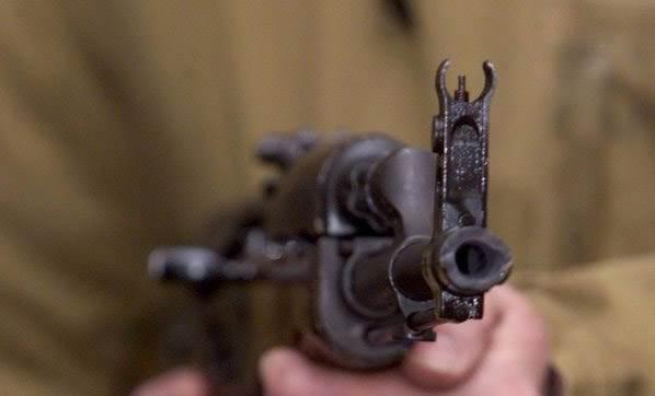 Kafeye silahlı saldırı: En az 12 ölü