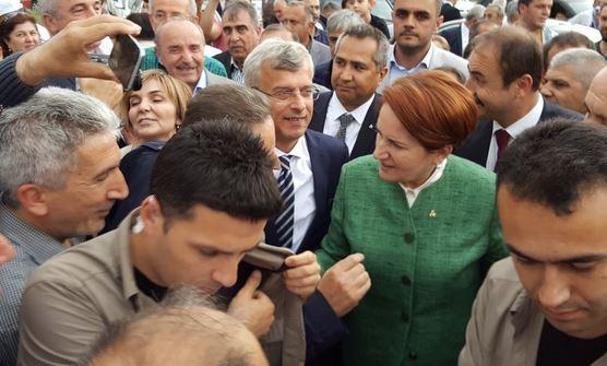 Akşener'e Amasya'da kalabalık karşılama