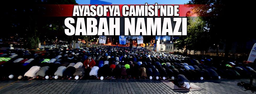 Ayasofya Camisi'nde sabah namazı