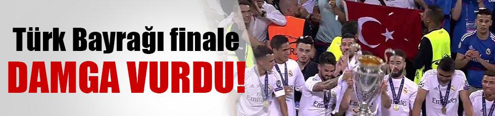 Şampiyonlar Ligi kupa töreninde Türk bayrağı
