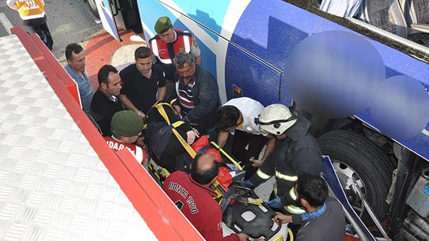 Bursa'da yolcu otobüsü TIR'la çarpıştı