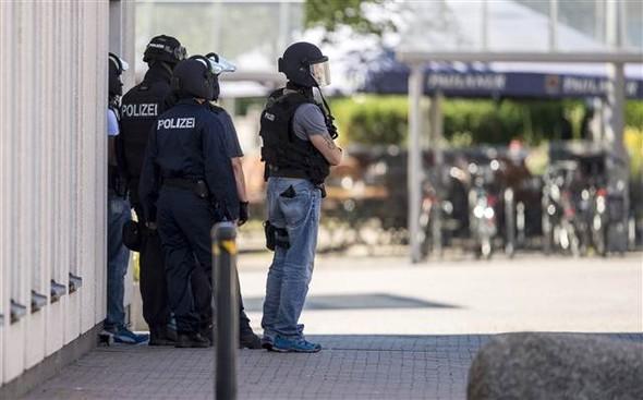 Almanya'da silahlı saldırı! 50'ye yakın yaralı var...