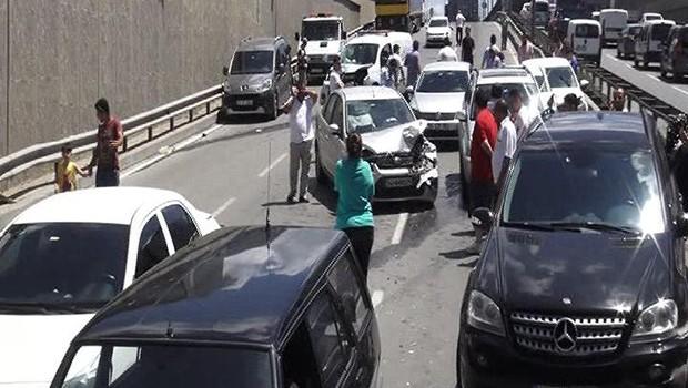Şİle'de 15 araç birbirine girdi
