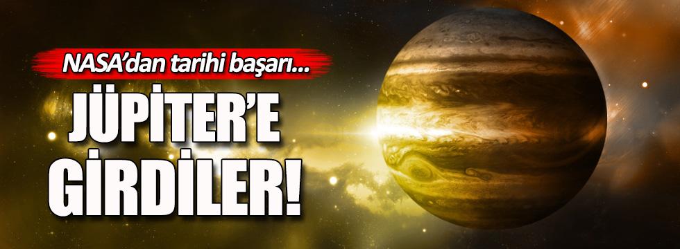 NASA'nın aracı Juno Jüpiter'in yörüngesine girdi