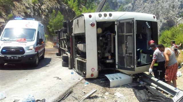 Tur Otobüsü Devrildi: 6 Ölü, 20 Yaralı
