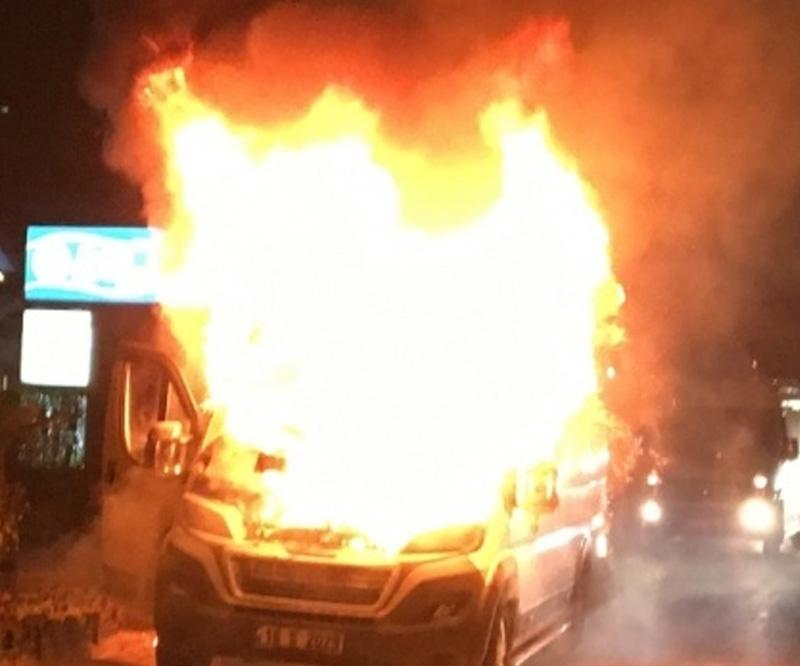 Bursa'da işçi dolu servis yandı