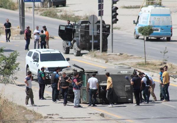 Asker ve polis araçları çarpıştı şehit var