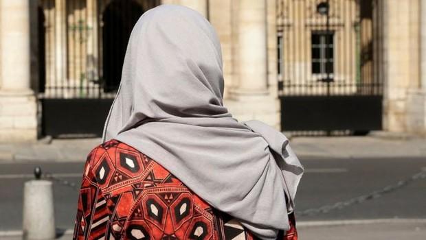 Paris'te Müslüman kadına çirkin muamele!