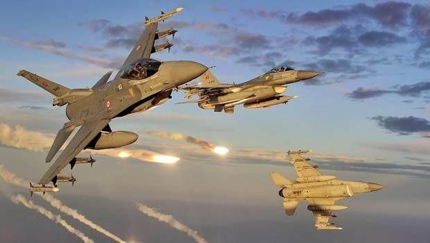 Savaş uçakları peş peşe vurdu