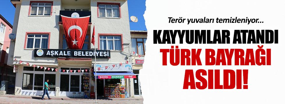 PKK'lı belediyelere Türk bayrağı asıldı