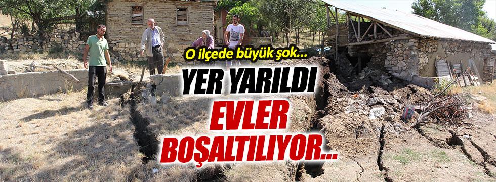 Erzincan'ın ilçesine bağlı köyde heyelan paniği