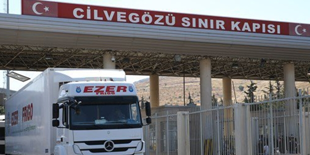 Suriye'ye yardım tırları sınırı geçti