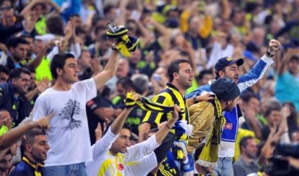 Fenerbahçeli taraftarlara saldırı