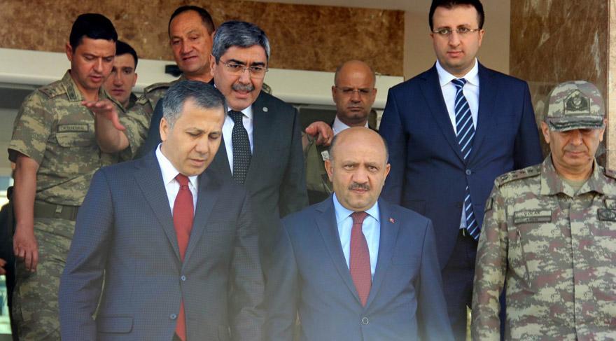 Savunma Bakanı Fikri Işık sınırda