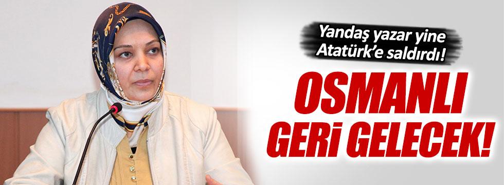 Türk bayrağını tartışmaya açan yazardan ikinci skandal!