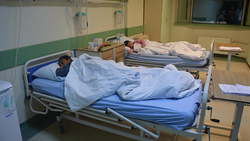 61 öğrenci hastaneye kaldırıldı