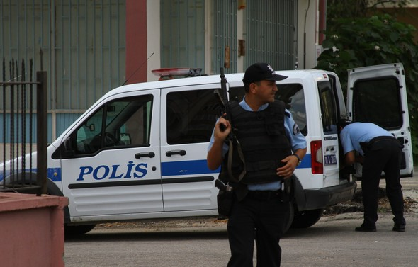 """""""Kara çarşaflı"""" erkek terörist aranıyor"""