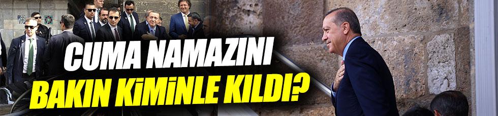 Erdoğan cuma namazını Davutoğlu ile kıldı
