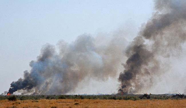 IŞİD hendeklerdeki petrolü yaktı