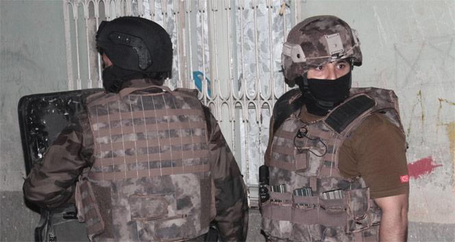 300 polisle dev operasyon