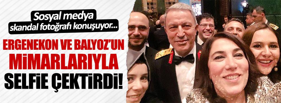 Hulusi Akar, Öcalan'ı öven yazarla selfie çektirdi