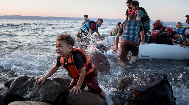 """""""AB-Türkiye Anlaşması, Mültecileri Adalara Hapsetti"""""""