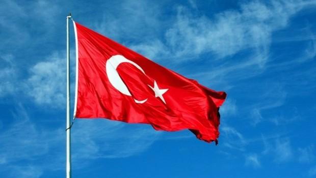 Arnavutluk'tan Türk bayrağı kararı