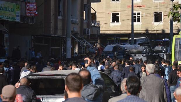 Patlama sonrası Diyarbakır karıştı!