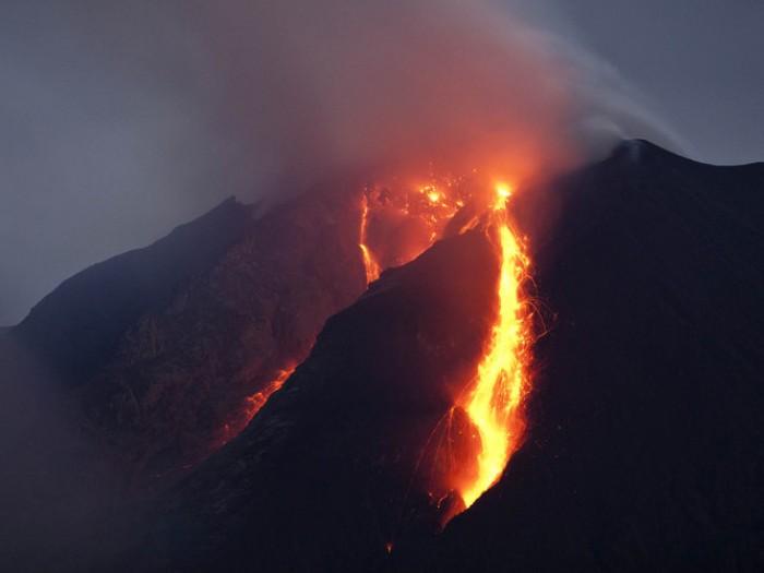 Sinabung Yanardağı'nda patlama!