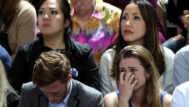 Clinton taraftarları sessizliğe gömüldü
