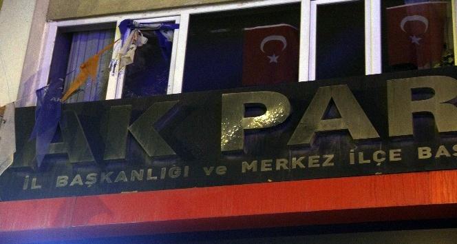 AKP önünde 7 el ateş