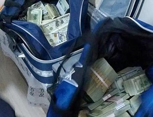 FETÖ şüphelisinin evinde 260 bin dolar