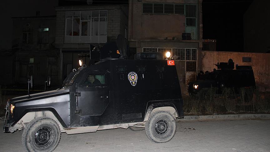 Van'da AKP binasına bombalı saldırı!