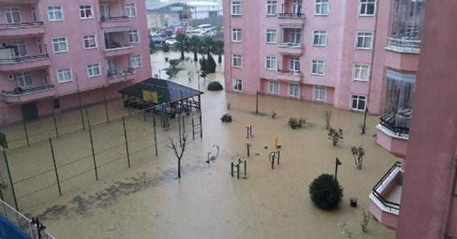 Ordu'da sağanakta evleri su bastı