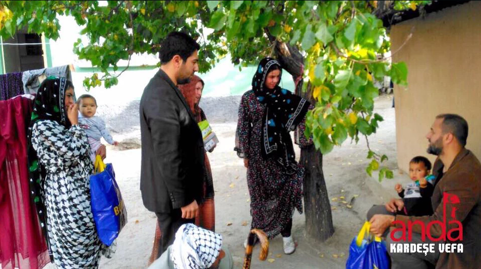 Anda Kardeşe Vefa Derneği Türkmenlere yardımını sürdürüyor...