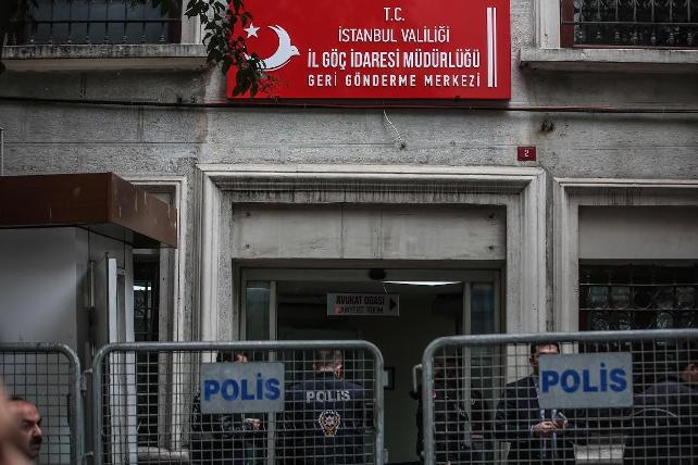 Mülteciler Geri Gönderme Merkezi'ni yaktı