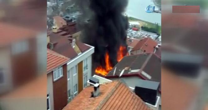 İstanbul'daki yangın mahalleliyi sokağa döktü