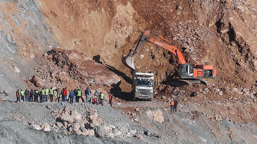 Madende bir işçinin daha cenazesine ulaşıldı