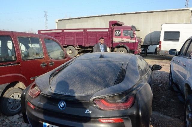 Malatya'da lüks araçlar çürümeye terk edildi