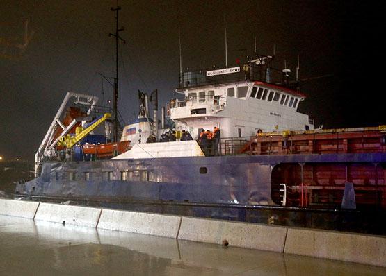 İstanbul'da 2 gemi karaya oturdu
