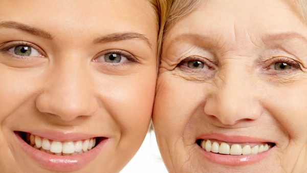 Gülümseyen yüz aslında olduğundan daha genç görünür