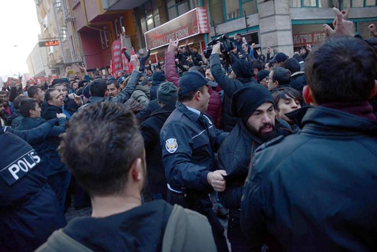 Öfkeli gruptan CHP'li Başkana linç girişimi