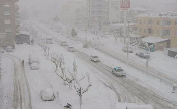 Mersin'de 20 yıl sonra yağan kar